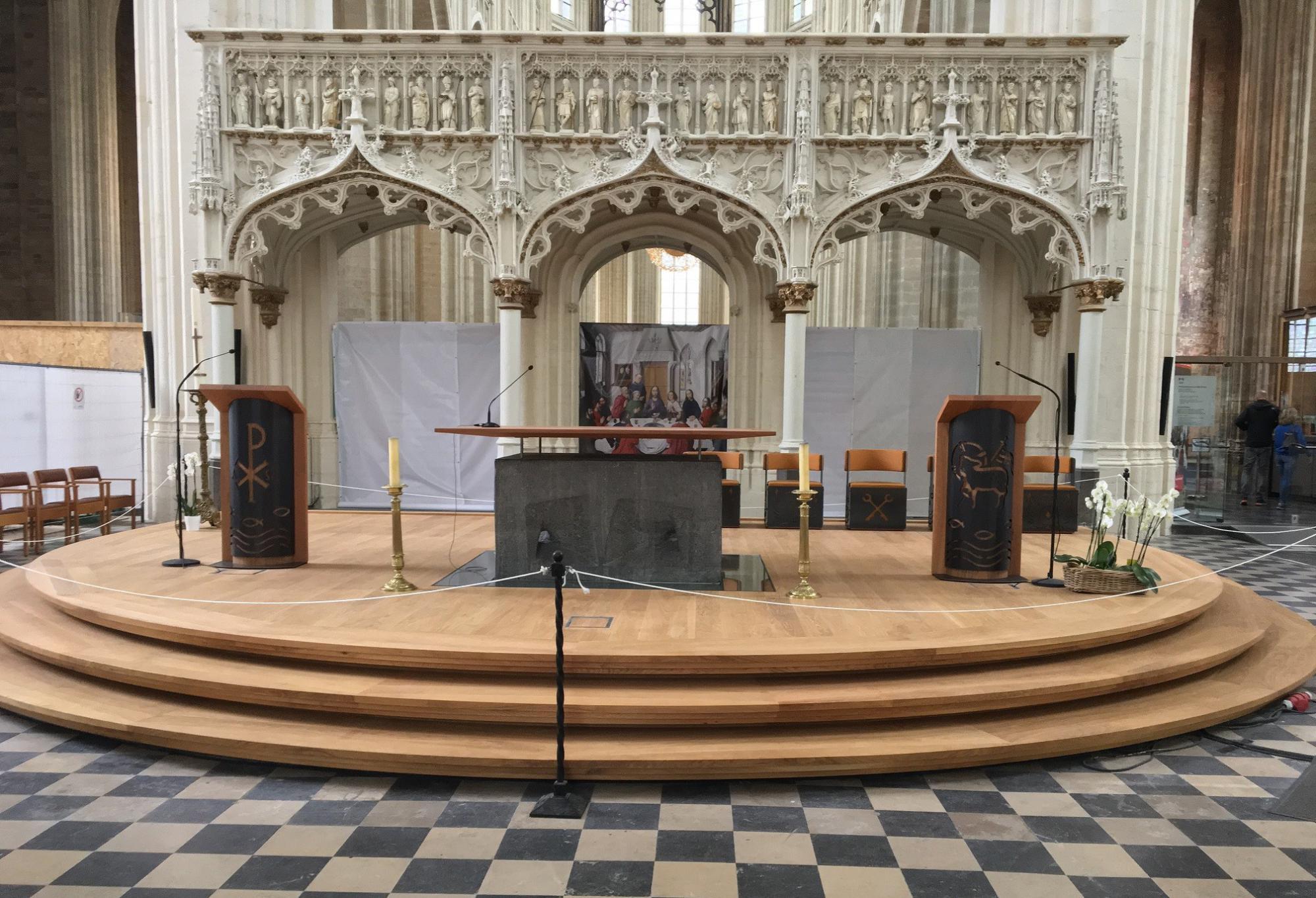 Hay Verhey ontwierp het nieuwe altaarmeubilair voor de Leuvense Sint-Pieterskerk © Hay Verhey