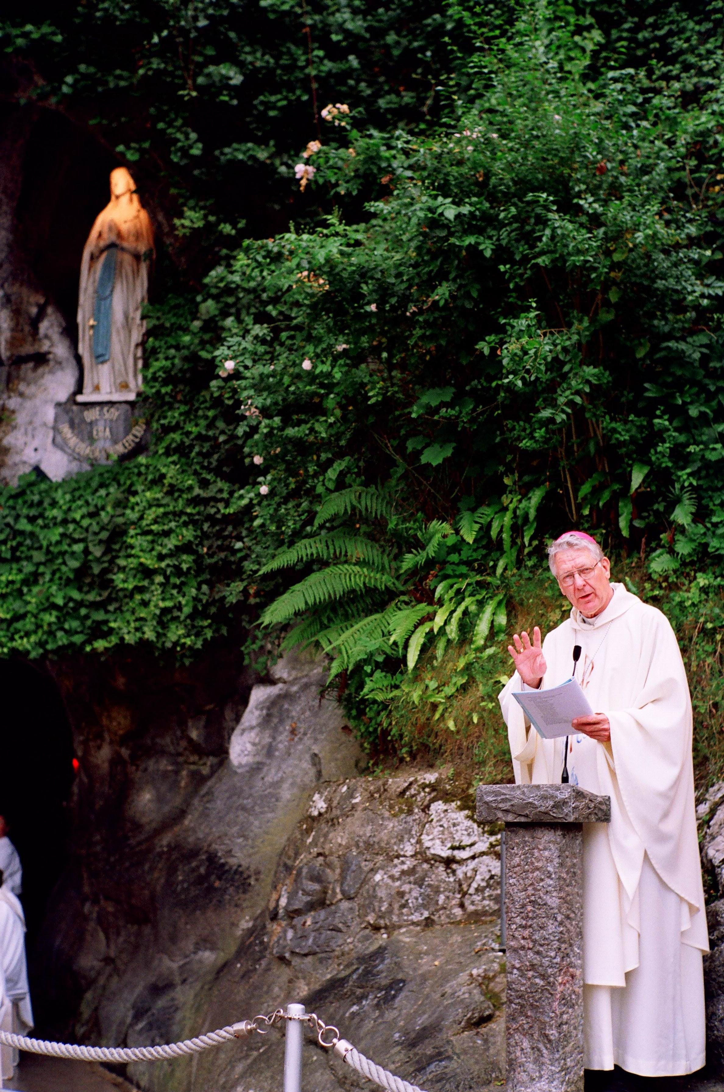Bisschop in Lourdes © Bisdom Gent