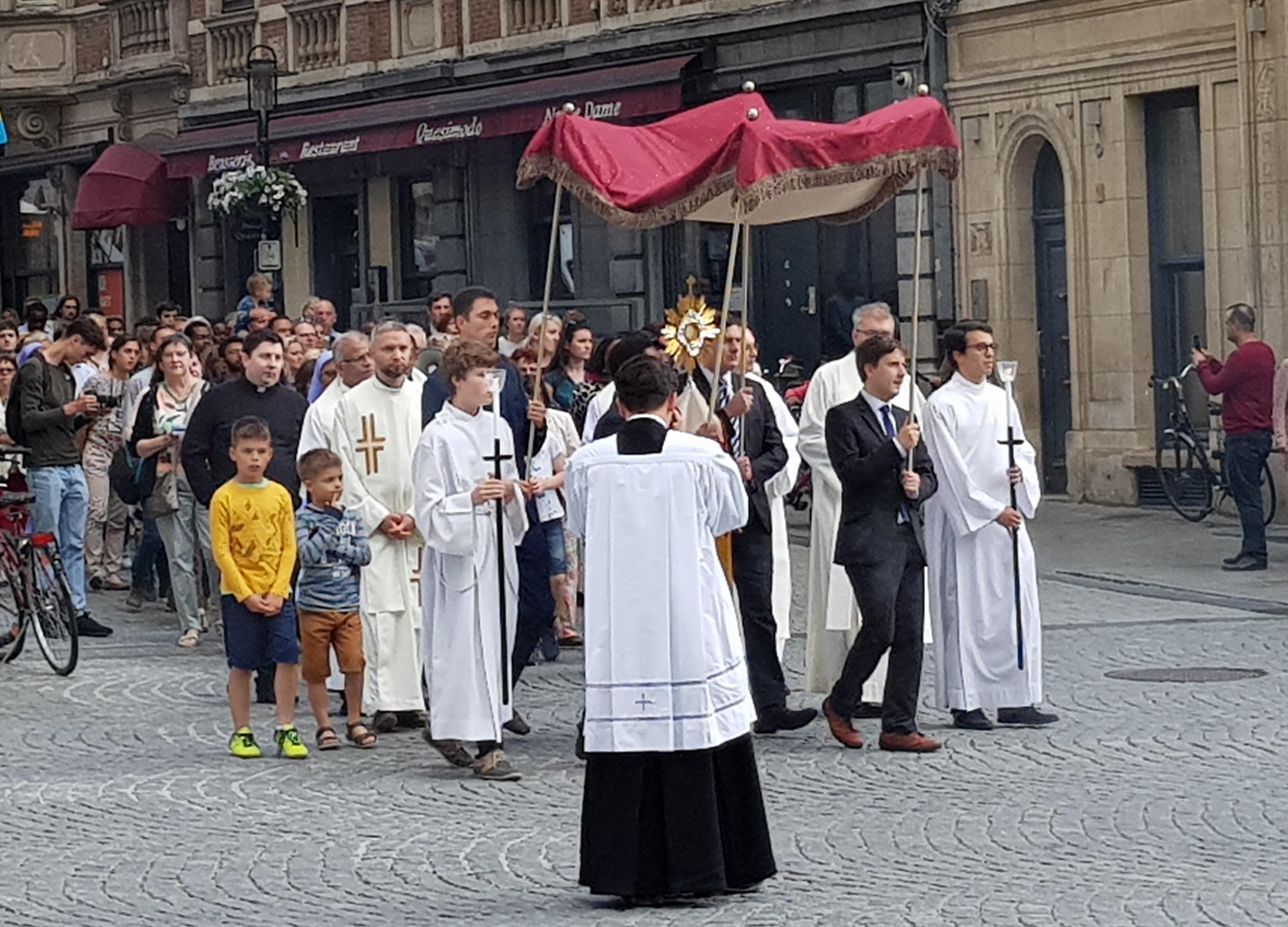 De Naamsestraat in Leuven op Sacramentsdag.  © Kolet Janssen