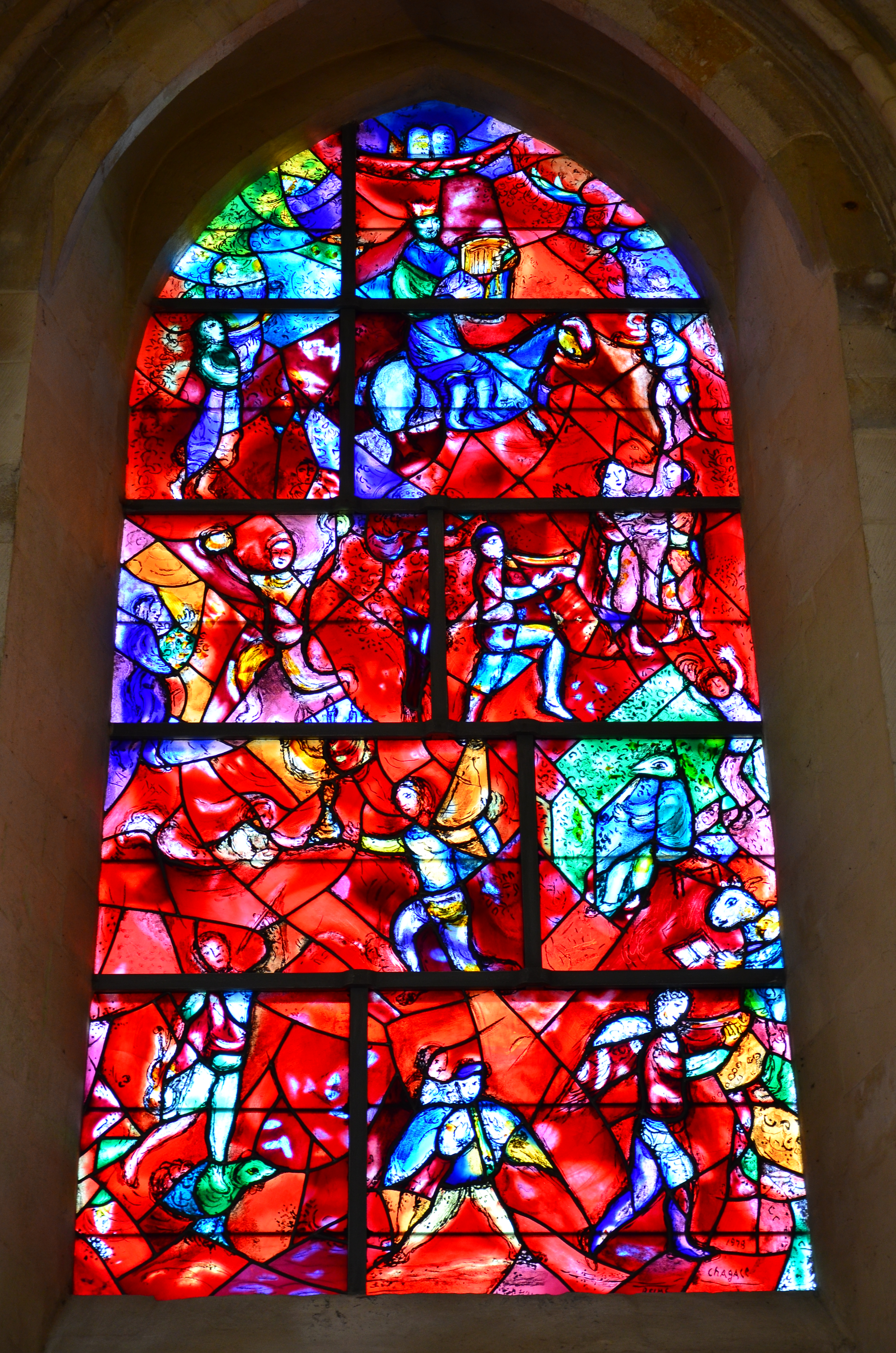 'Vredesraam' door Marc Chagall in de kathedraal van Chichester. © Ben Sutherland, Flickr CC