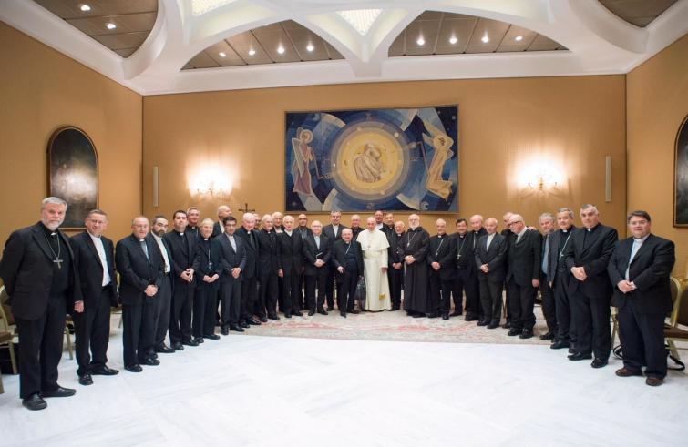 De Chileense bisschoppen toen ze  in april op het matje werden geroepen bij de paus © SIR
