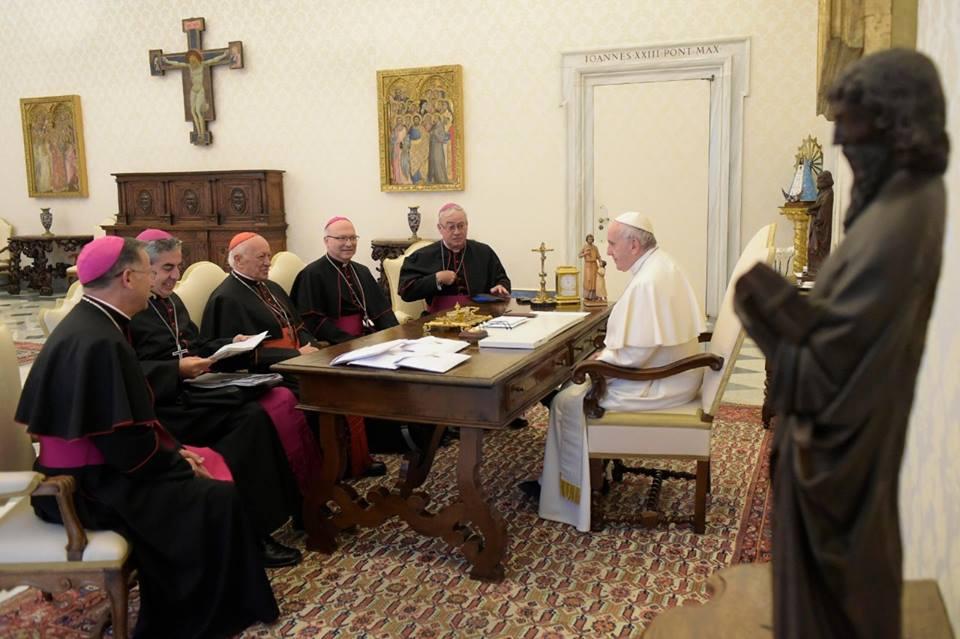 De paus ontmoette maandagmorgen een delegatie van de Chileense bisschoppen © Vatican Media
