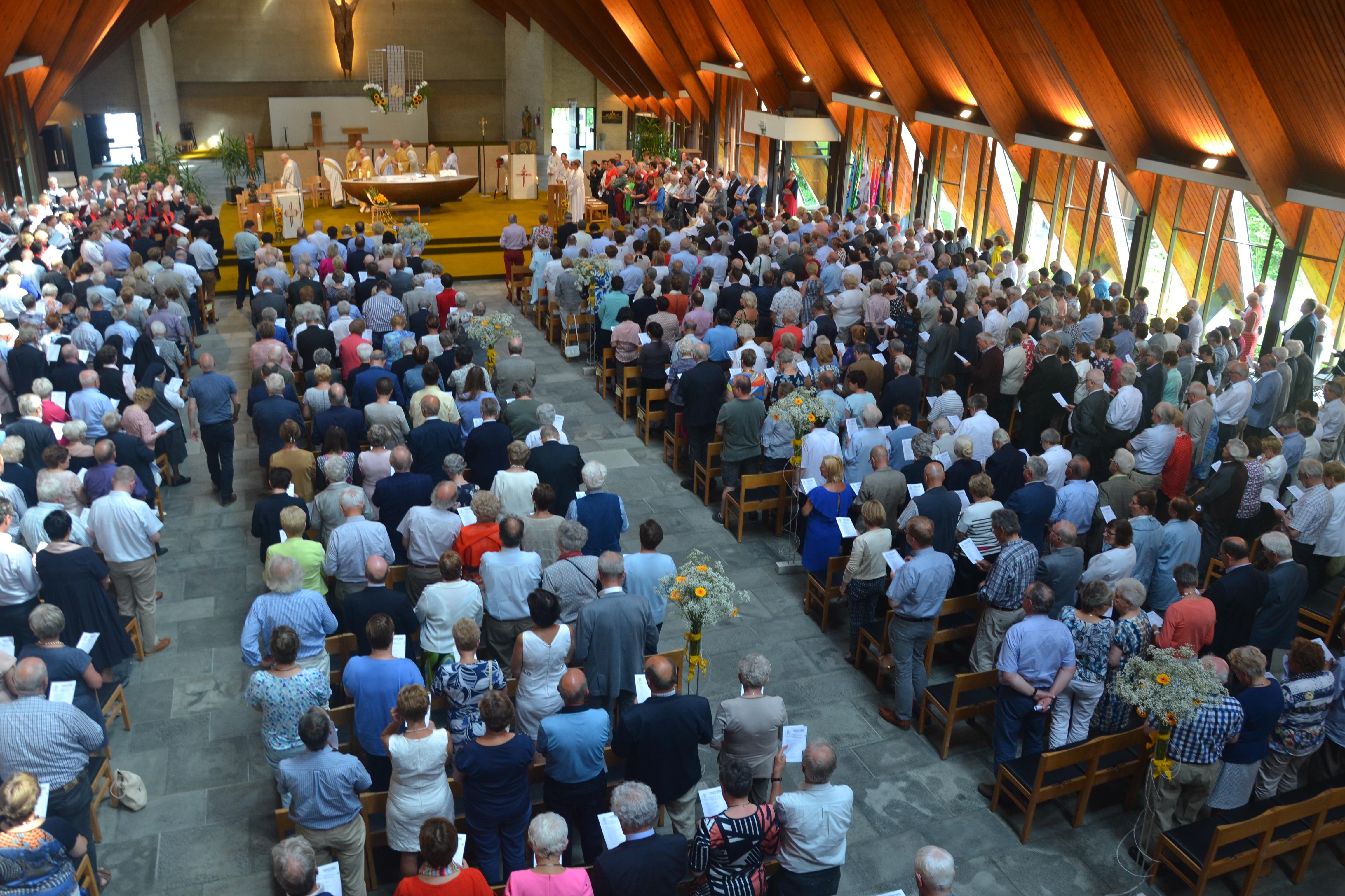 Feestelijke viering in de Sint-Pieterskerk © Hans van Hove