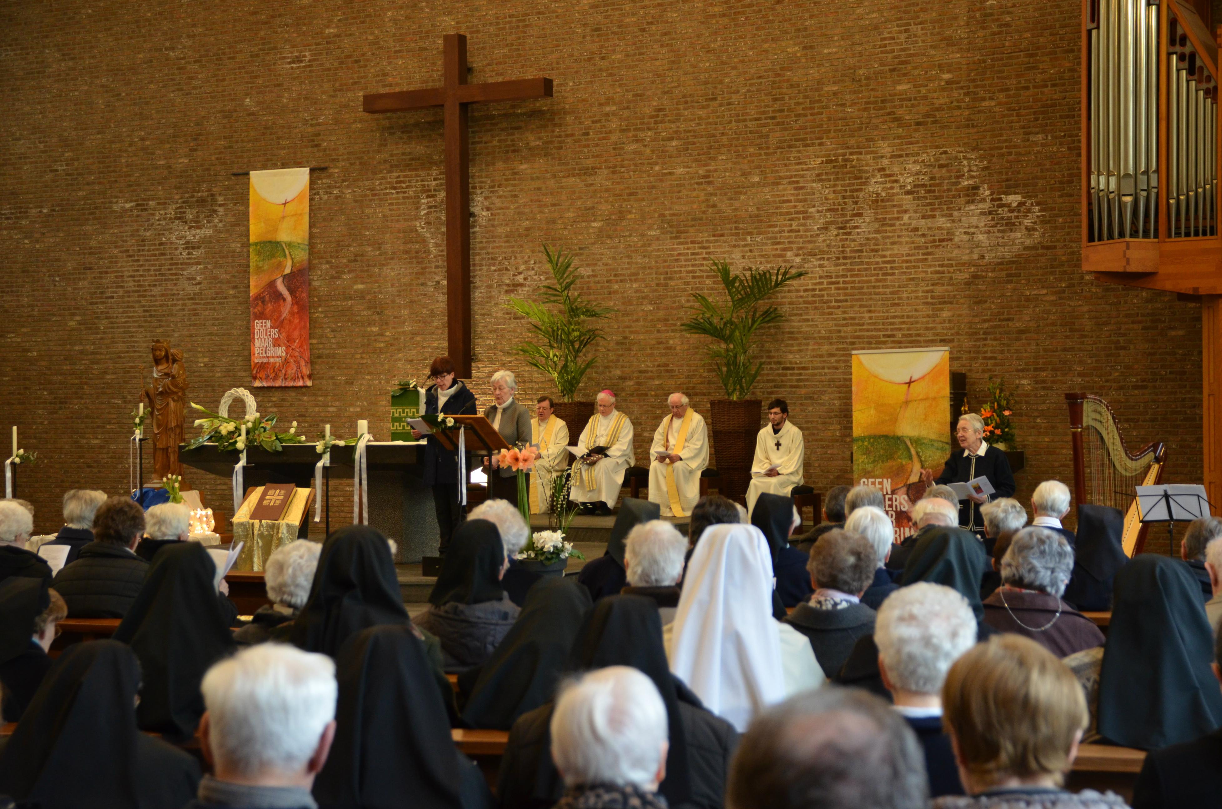 De viering stond in het teken van 'Geen dolers, maar pelgrims. Gods volk onderweg', het thema van 50 jaar bisdom Hasselt. © Tony Dupont
