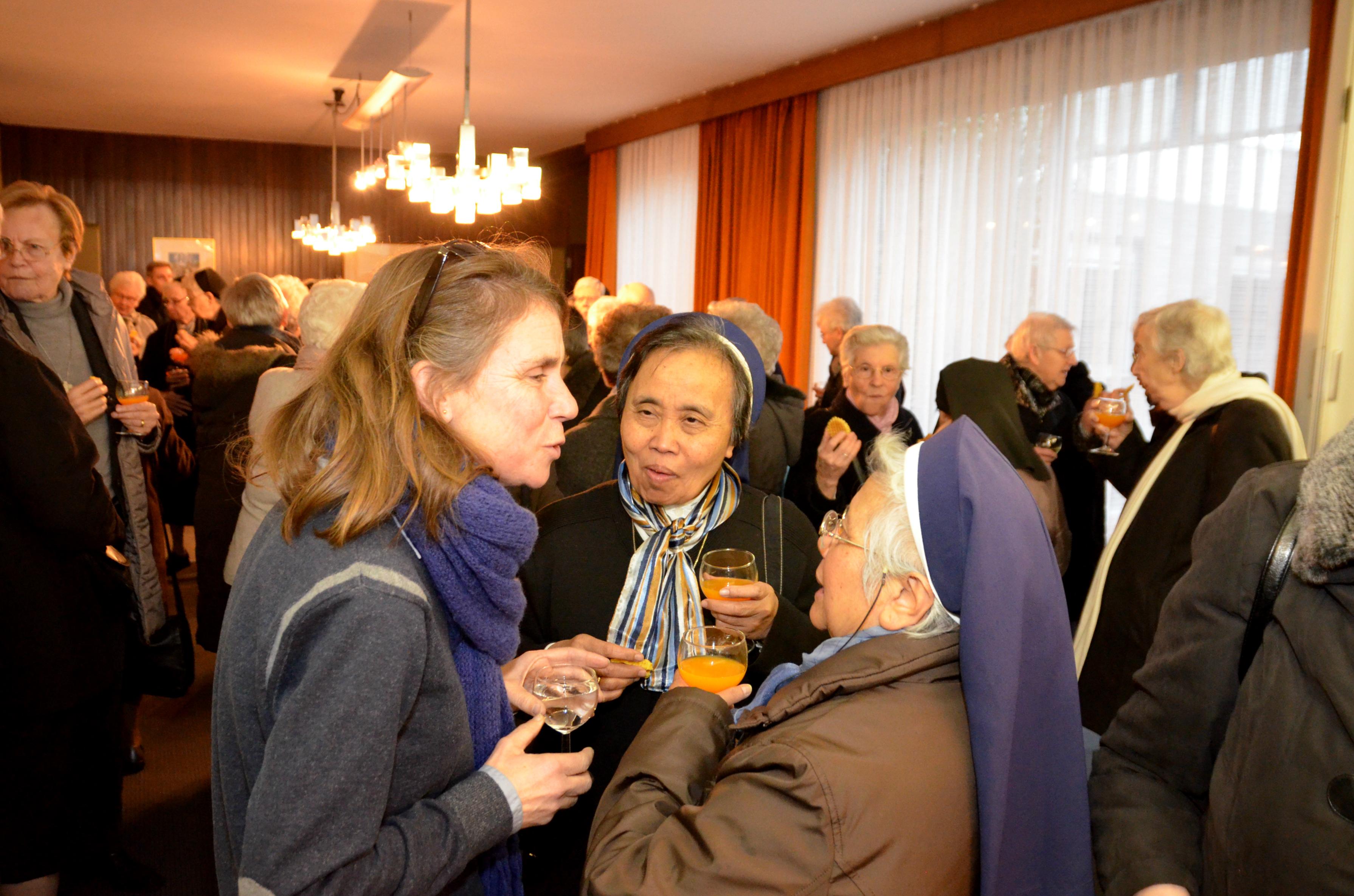Na de viering trokken de religieuzen naar het bisschopshuis voor een warme, vreugdevolle ontmoeting. © Tony Dupont