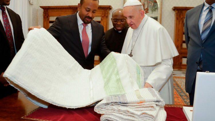 De Ethiopische premier Abiy Ahmed met paus Franciscus © Vatican Media