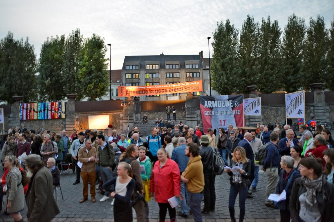 Herdenking op het Sint-Pietersplein in Gent, vorig jaar op 17 oktober.  © OCMW Gent