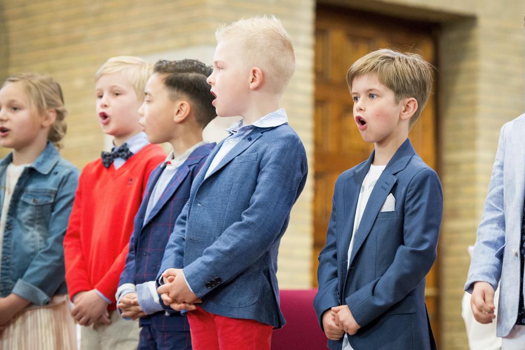 Samen zingen en bidden, zoals het Onzevader.  © Gerbrand Van Uytvanck