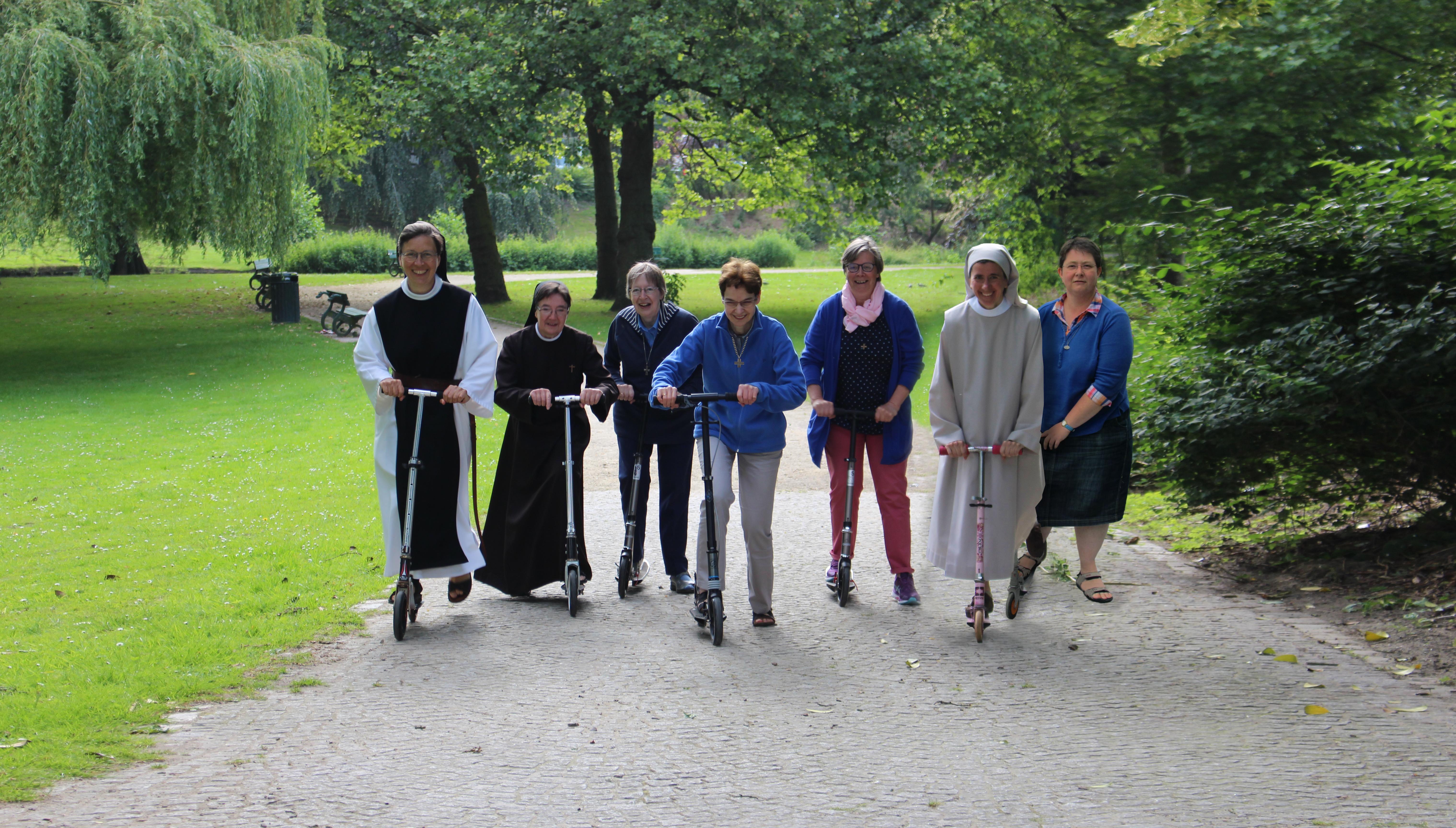 De zusters gaan enthousiast door met 'De kans van je leven' © Aagje Van Impe