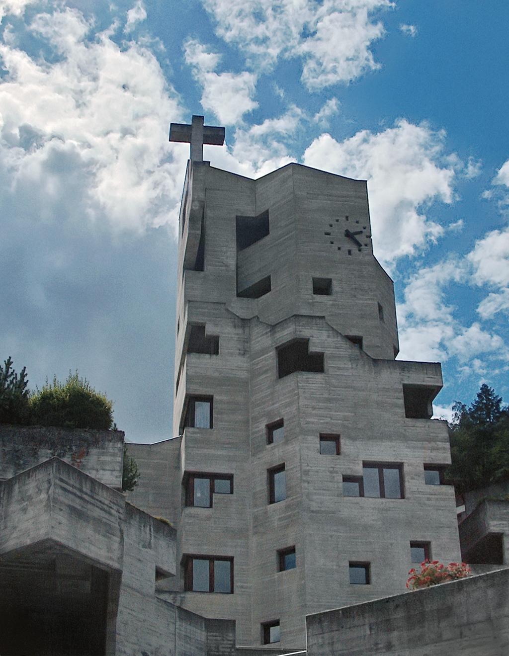 De Sint-Nicolaskerk in Hérémence, Zwitserland. © Wikipedia / Johannes Löw