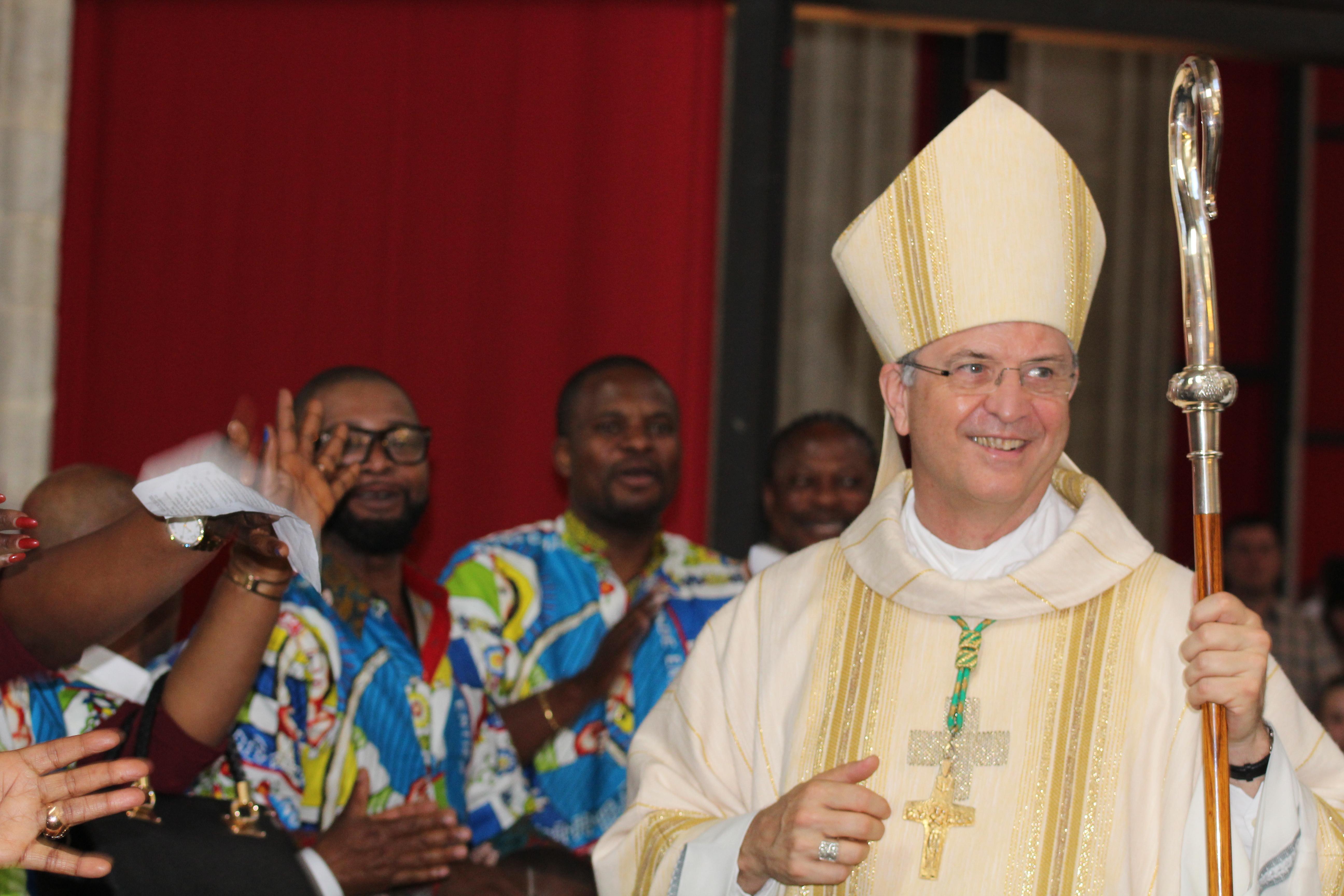 Bisschop Johan Bonny ontmoet de katholieke gemeenschappen van Antwerpen © Albert Sampermans