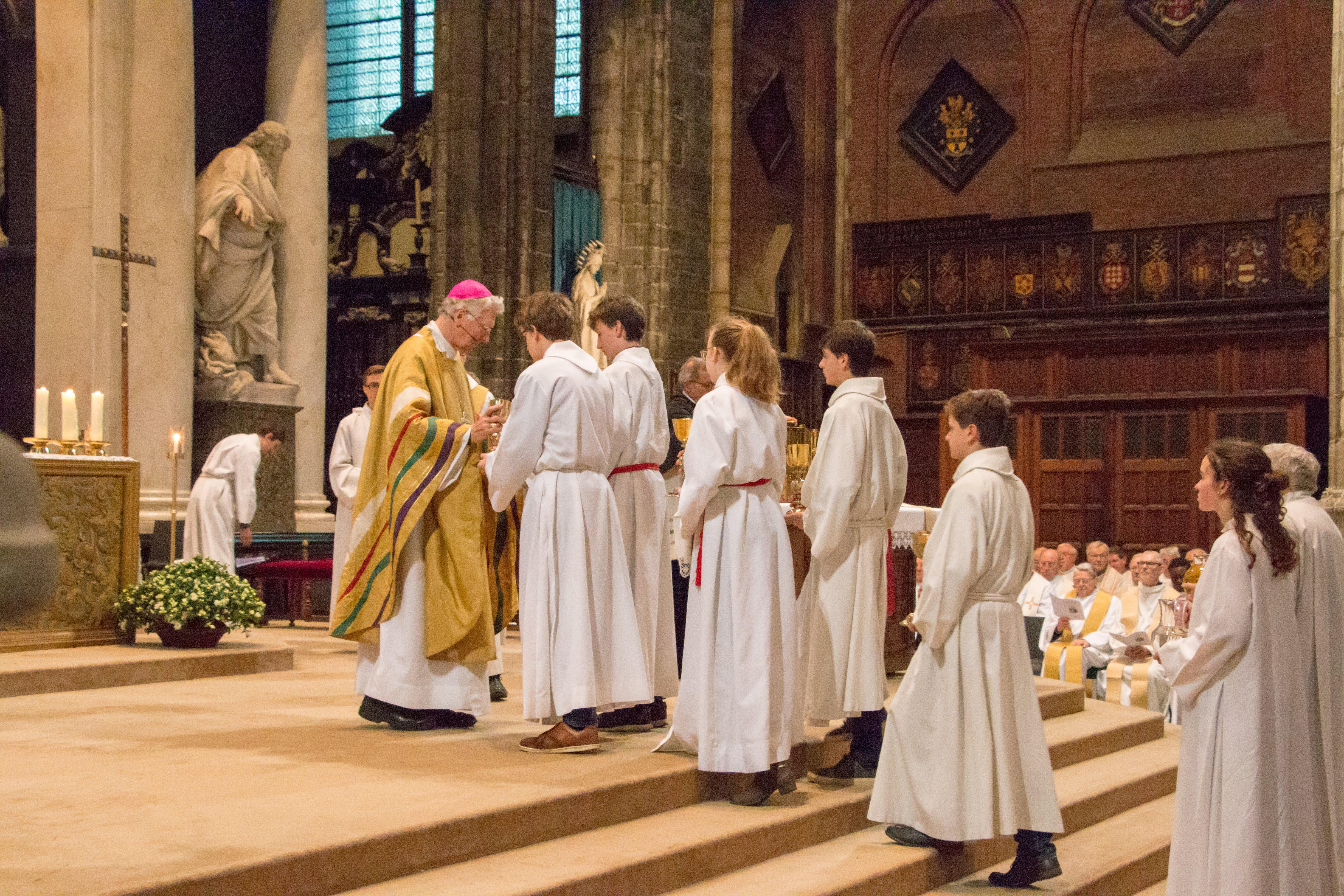 Misdienaars die op Romebedevaart gaan dienen de chrismaviering © Hilde Buyse