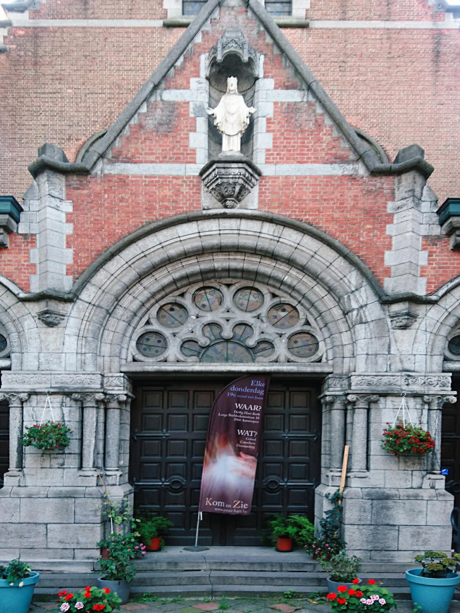 Voorgevel van de Heilig-Hartkerk