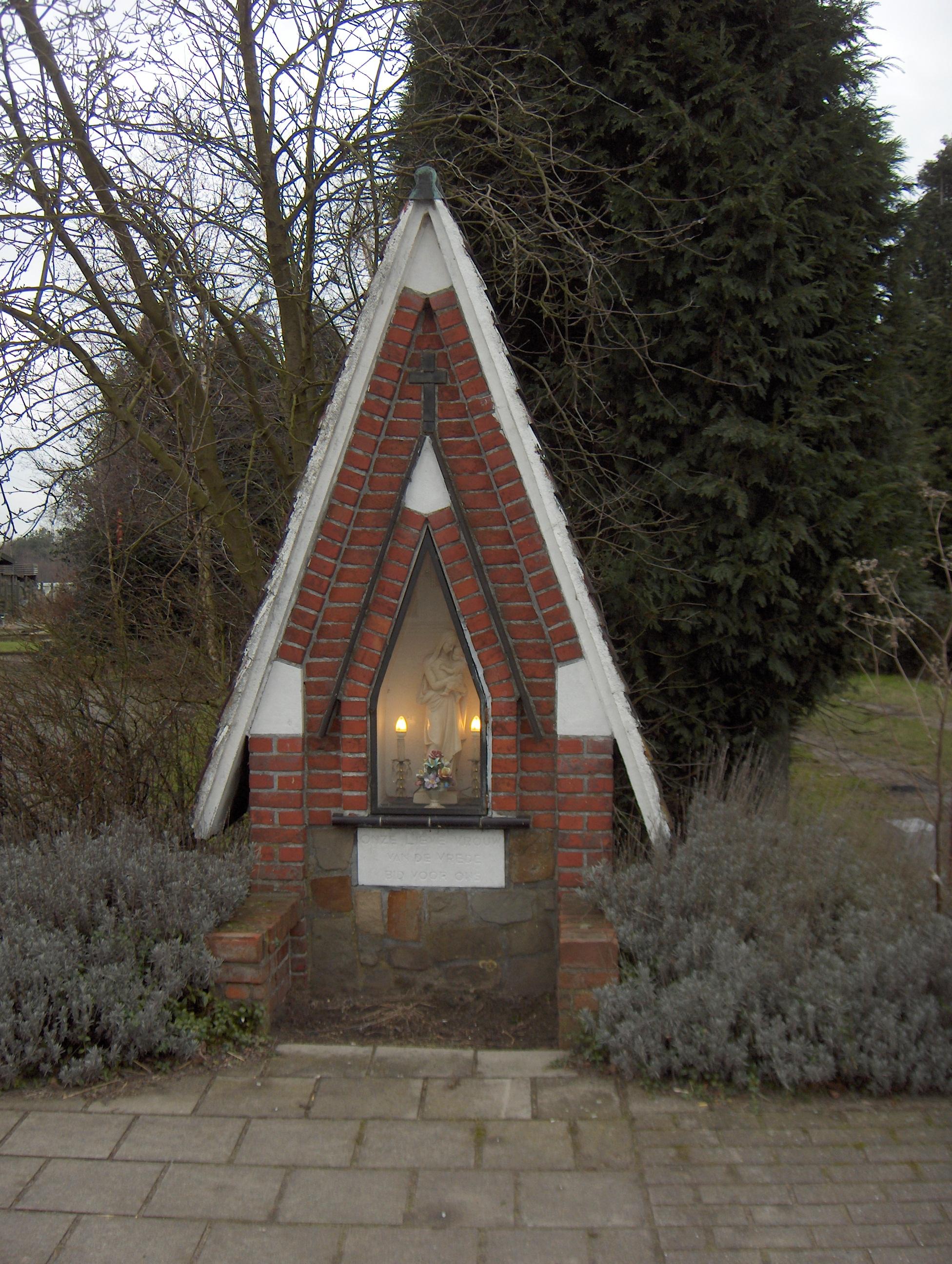 Kapelletje in rode baksteen - Kalve 72 te Wachtebeke © PM