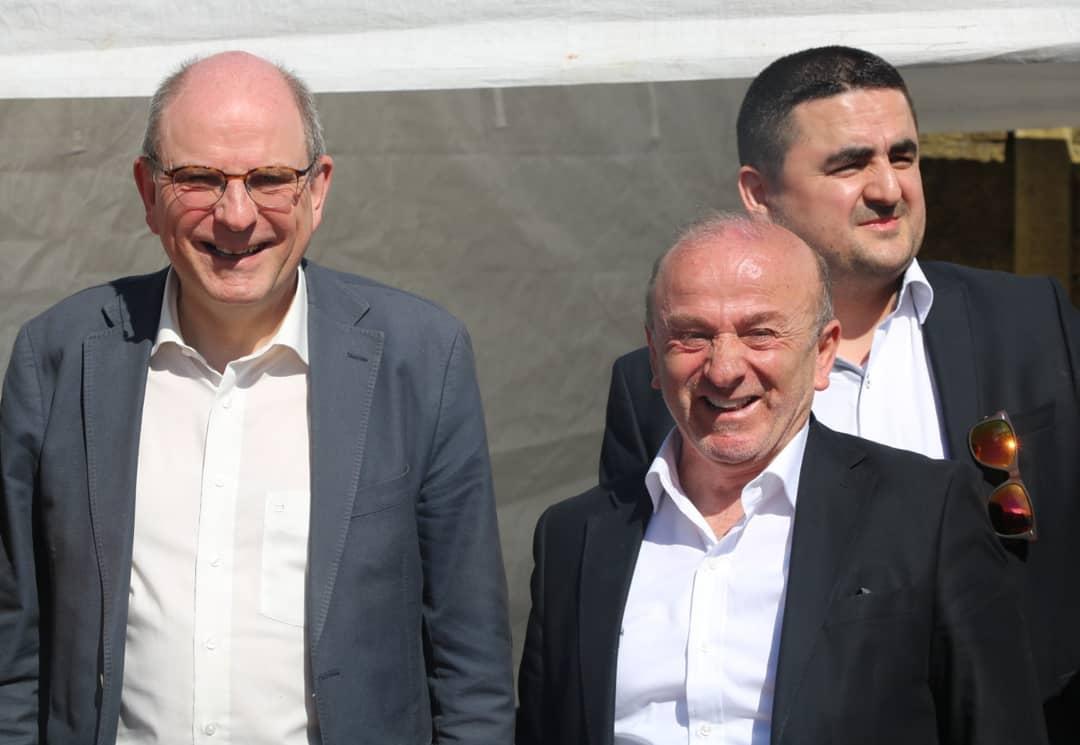 Minister van Justitie Koen Geens bij zijn recente bezoek aan de Sultan Ahmetmoskee van Heusden-Zolder met naast zich moskeevoorzitter Mehmet Üstün, de nieuwe voorzitter van het Moslimexecutief © RR