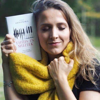 """Lezing door Alicja Gescinska over haar boek  """"Thuis in muziek"""""""