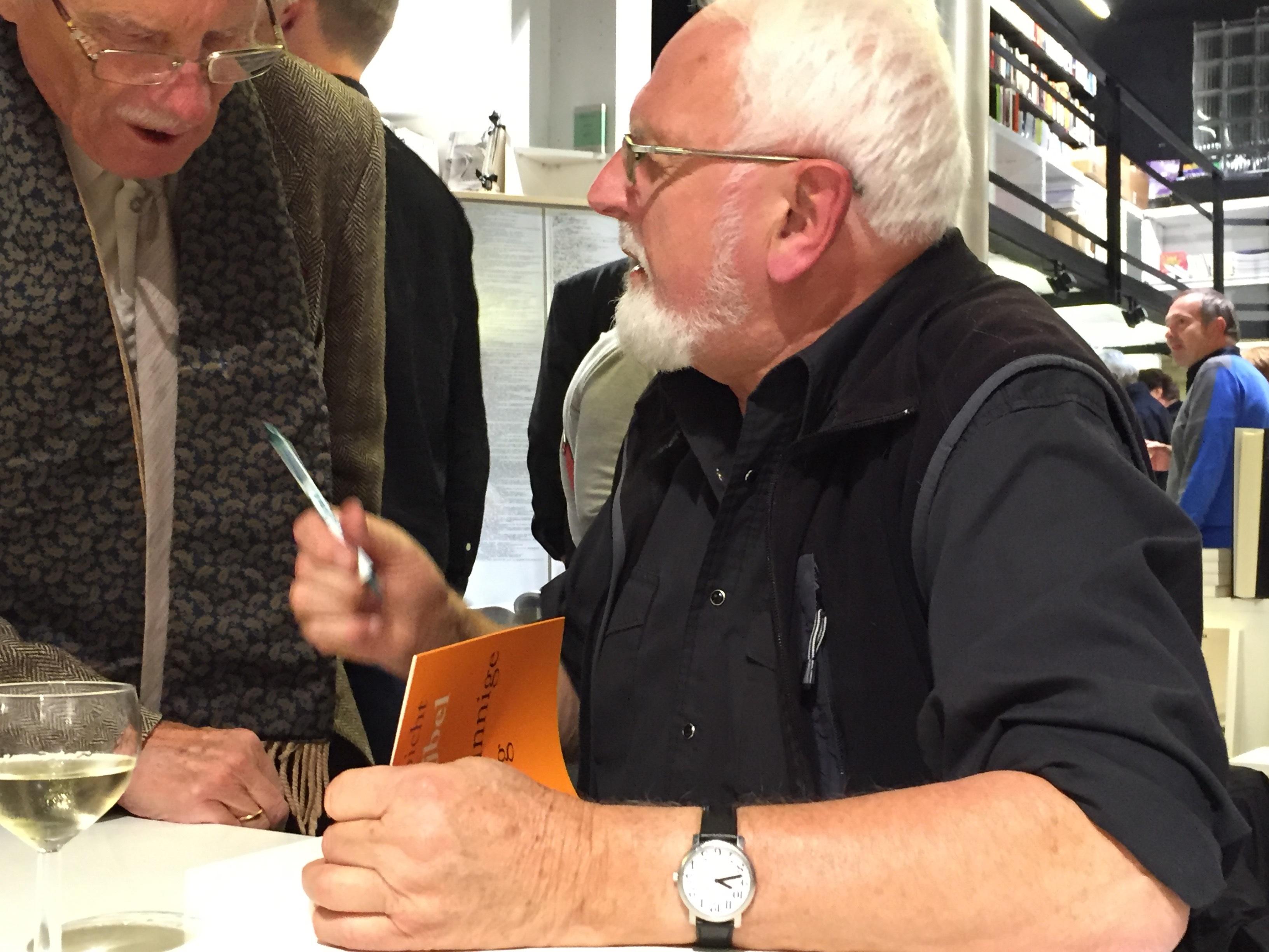 Ludo Abicht tijdens de signeersessie © Karl Drabbe