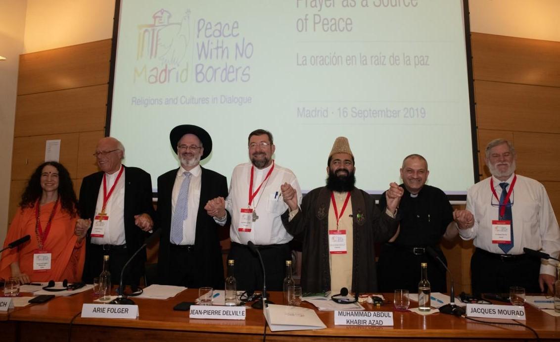 Mgr. Jean-Pierre Delville (midden) tijdens een panelgesprek in Madrid © Sant'Egidio