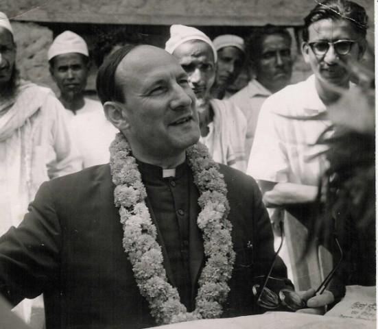 De eerste Vredeseilanden worden gesticht in Pakistan en India. Pater Pire sluit overal vriendschappen, de basis van elke vooruitgang.