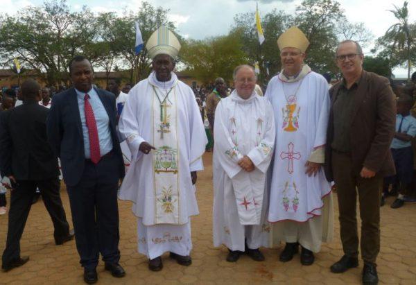 Een Belgische delegatie, onder leiding van bisschop Bonny, nam aan de herdenking deel © Infoatho.be