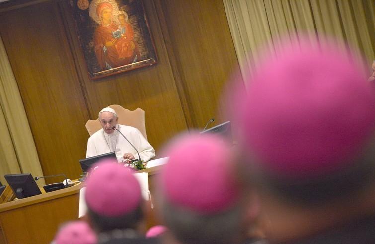 Paus Franciscus tijdens de bisschoppensynode © SIR/Marco Calvarese