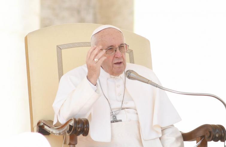 Paus Franciscus tijdens zijn wekelijkse audiëntie © SIR/Marco Calvarese