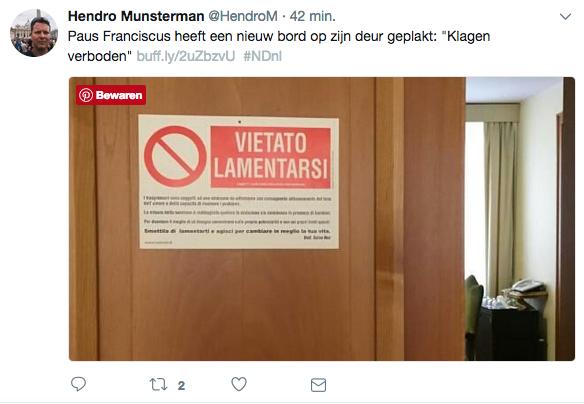 Het bordje wijst 'klagers' de deur. © Twitter