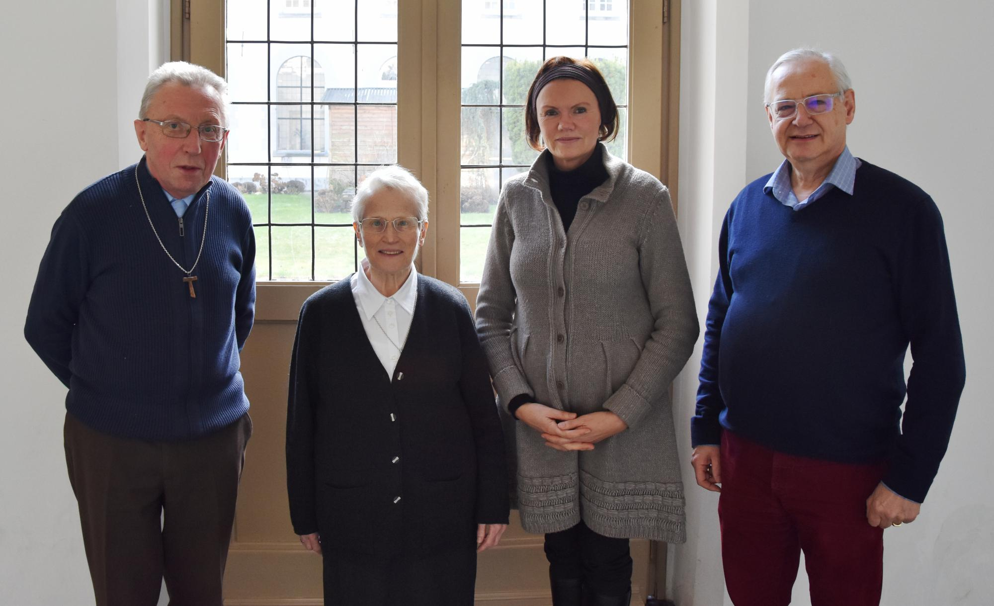Van L naar R: Pater Piet, zr. Martina, Marleen Dullers en Jos Kuppers. © Vrienden van de Minderbroeders