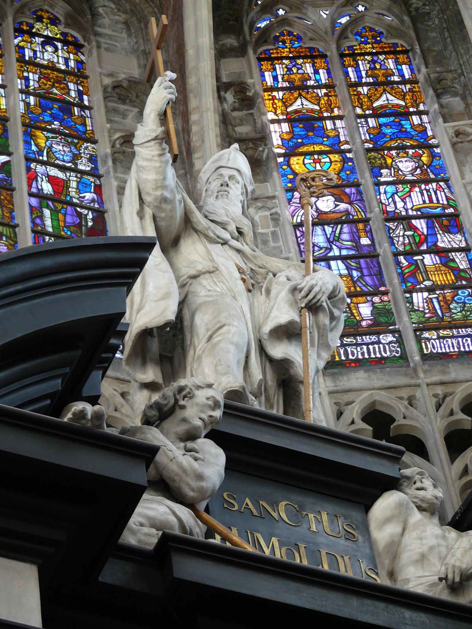 Het beeld van de H. Rombout in de Sint-Romboutskathedraal © Wikipedia