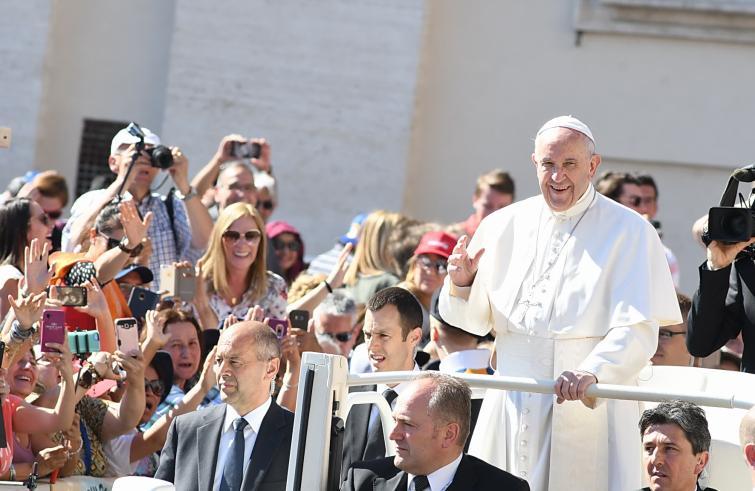 De paus tijdens de audiëntie van woensdag © SIR/Marco Calvarese