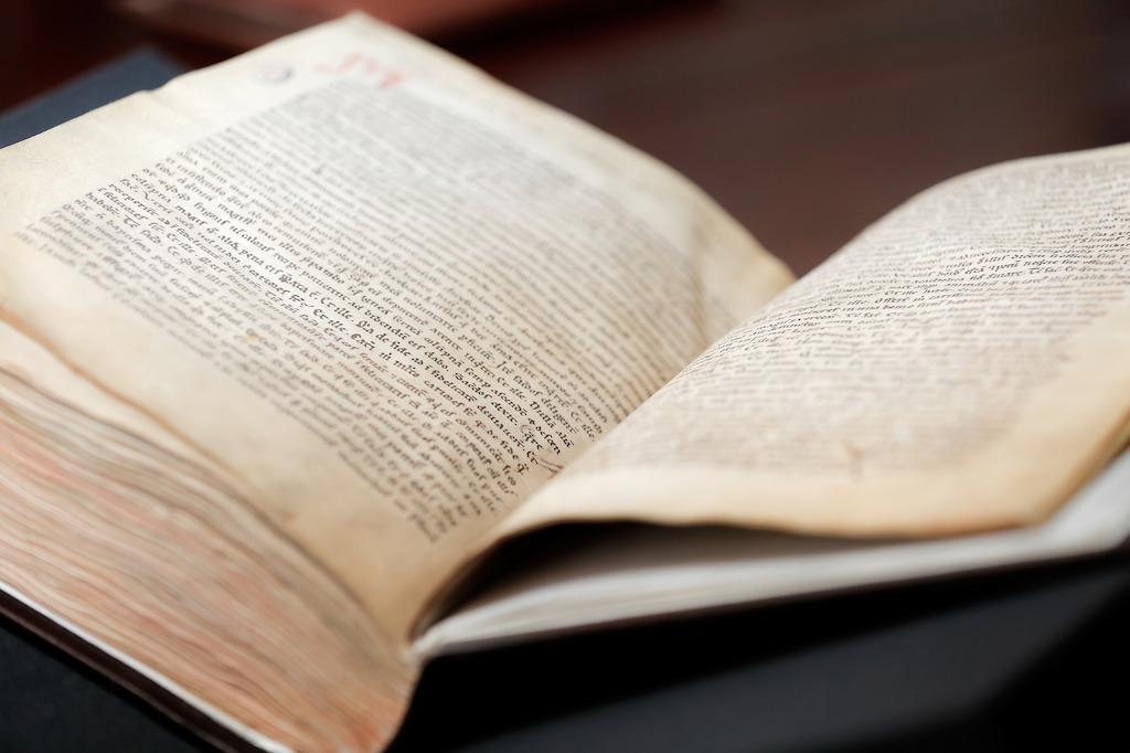 KU Leuven. Hildegard van Bingen, Symphonia Harmoniae Caelestium Revelationum, ca. 1174, Ruperstberg, Bingen-am-Rhein; Ms 9 © Rob Stevens/KU Leuven