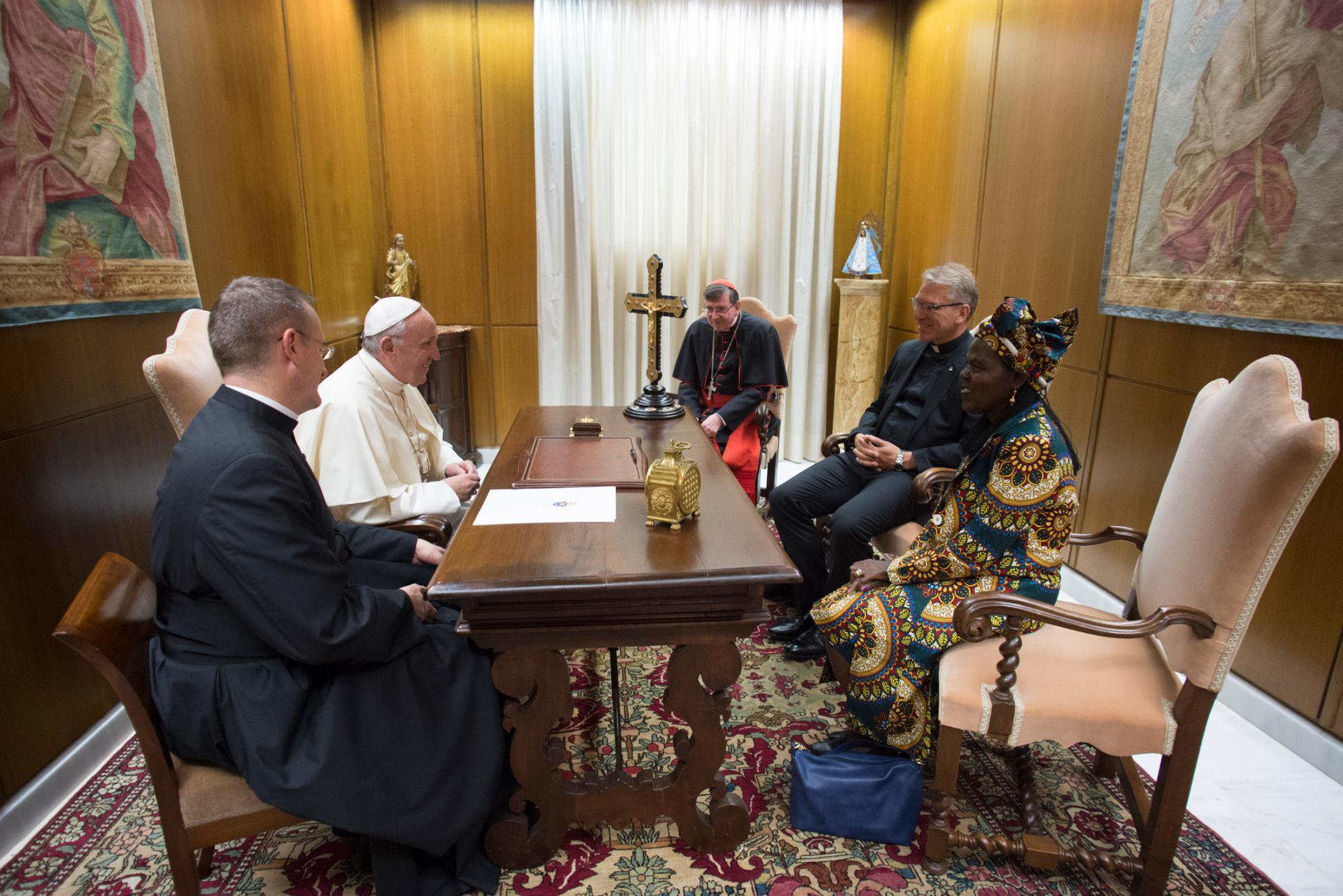 Fykse Tveit bij paus Franciscus © Francesco Sforza/Vatican Photographic Service/WVV