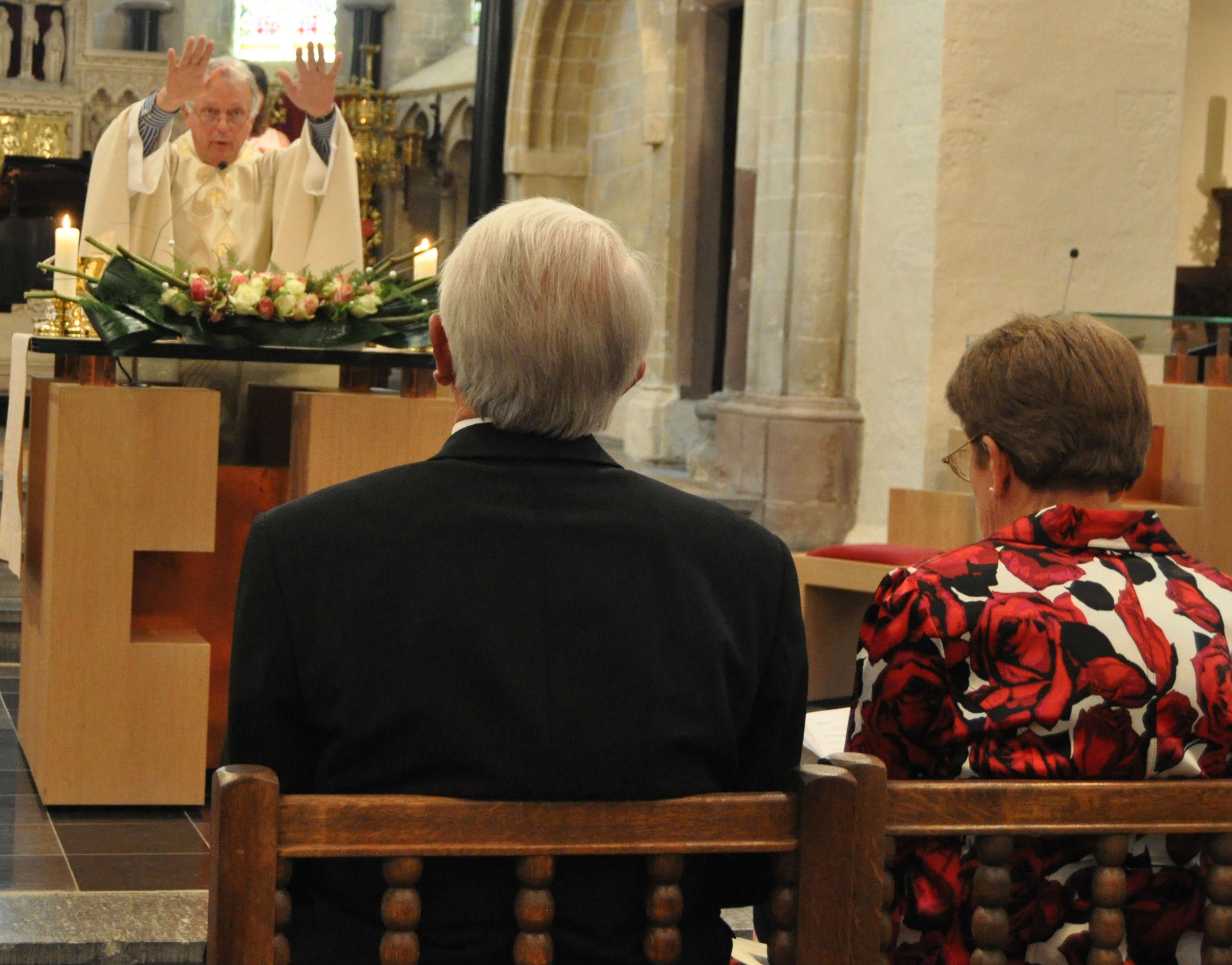 Zegeningsgebed tijdens een gouden huwelijksjubileum © Hilde Pex