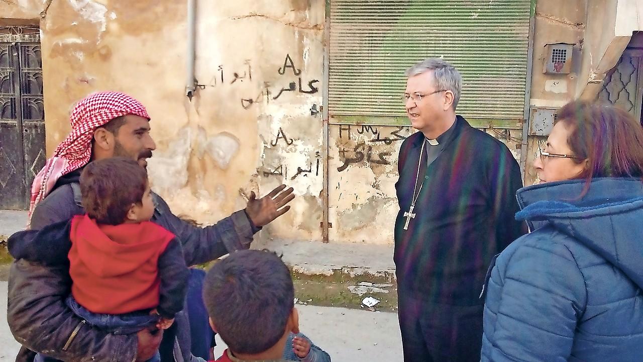 Bisschop Johan Bonny kent de oosterse christenen goed en ging hen in februari jongstleden nog in Syrie opzoeken, onder meer in Oost-Aleppo  © mgr. Johan Bonny