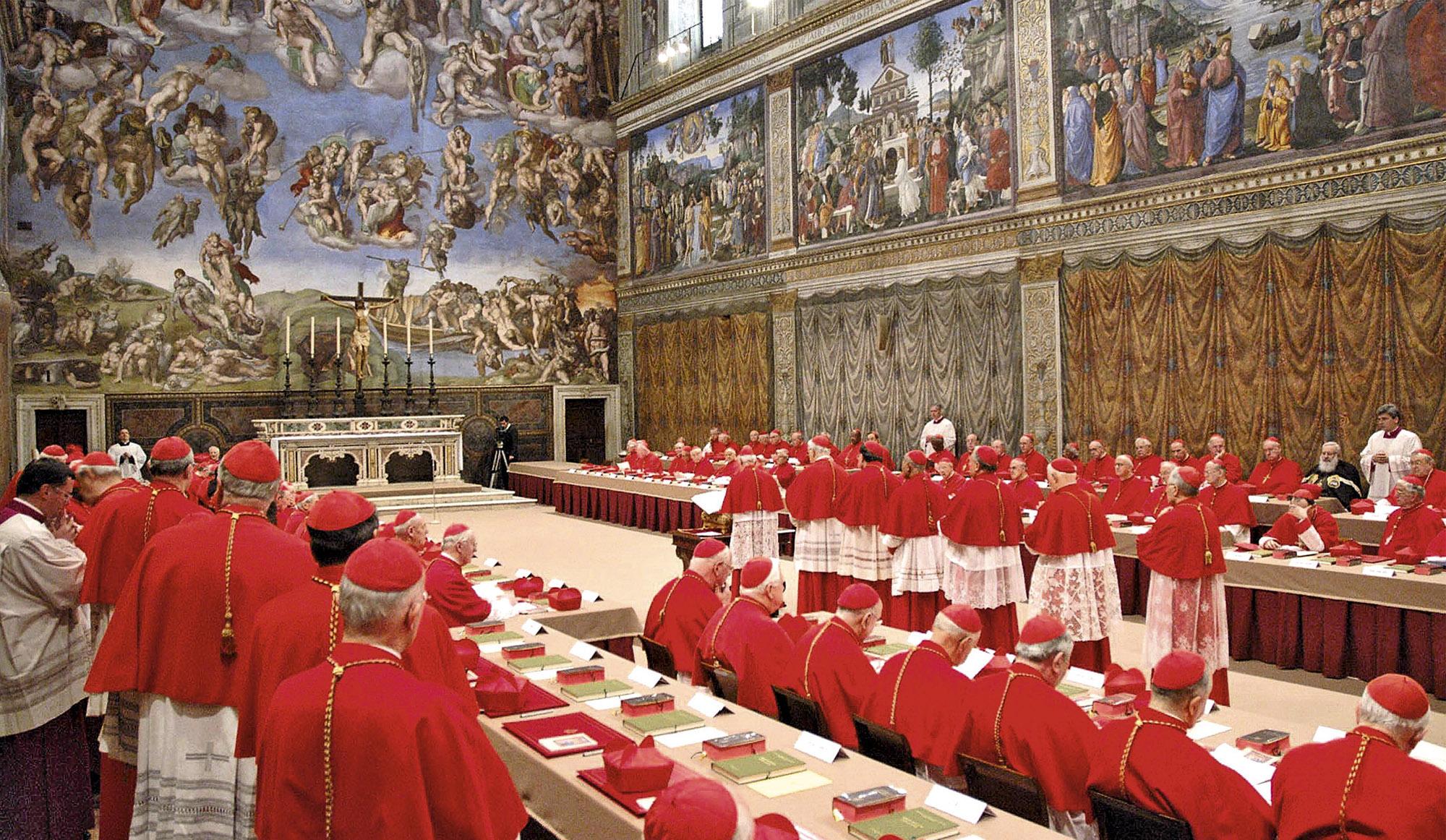 Kardinaal Murphy-O'Connor drukte op het preconclaaf de pauskiezers op het hart dat 'als ze geen geschikte kandidaat zagen in Europa, ze geen schrik mochten hebben de Atlantische oceaan over te steken en dat ook leeftijd geen barrière mocht zijn' © RR