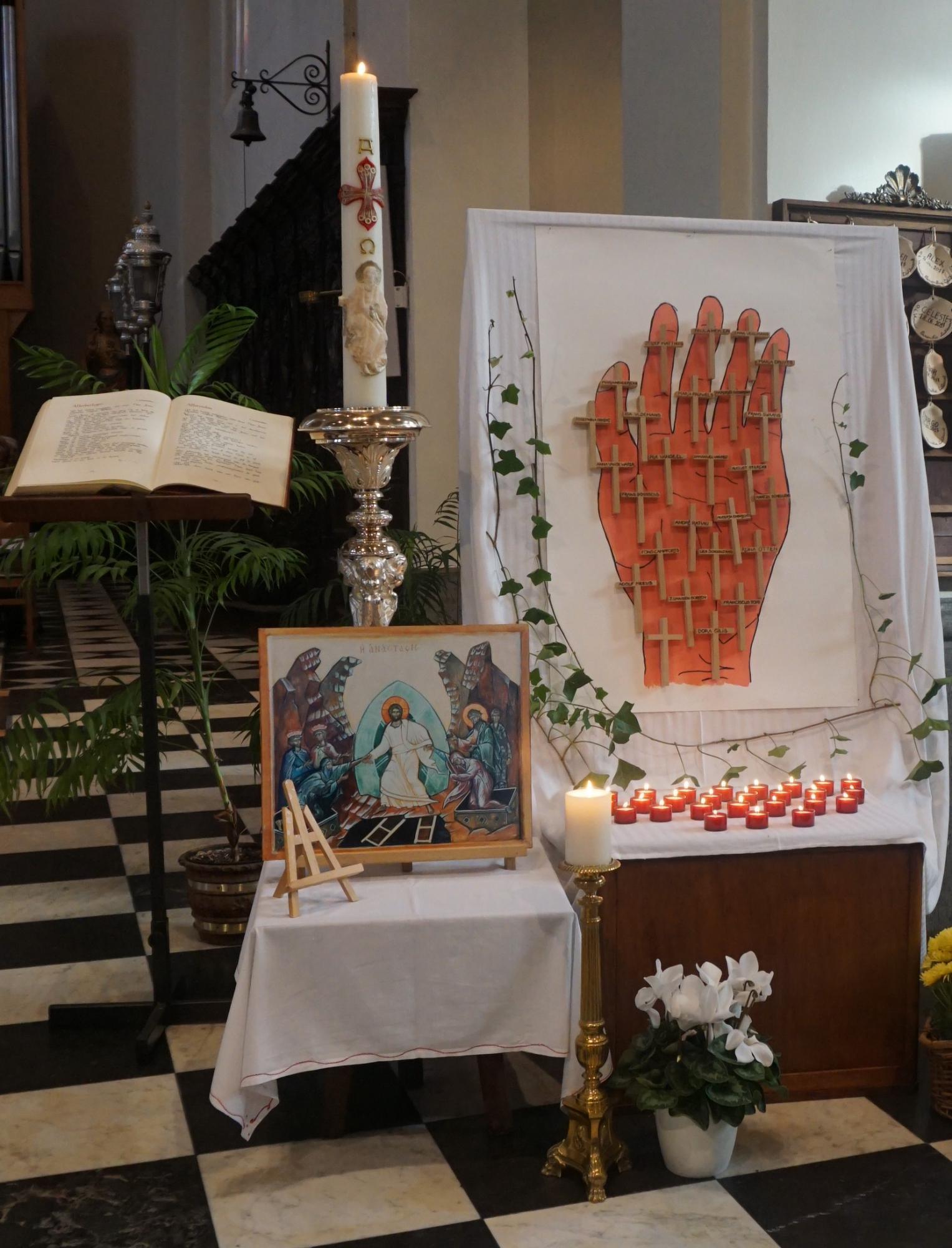 Kruisjes van de overledenen van het afgelopen jaar.
