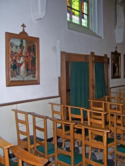 Biechtstoel in de kerk van Roosbeek
