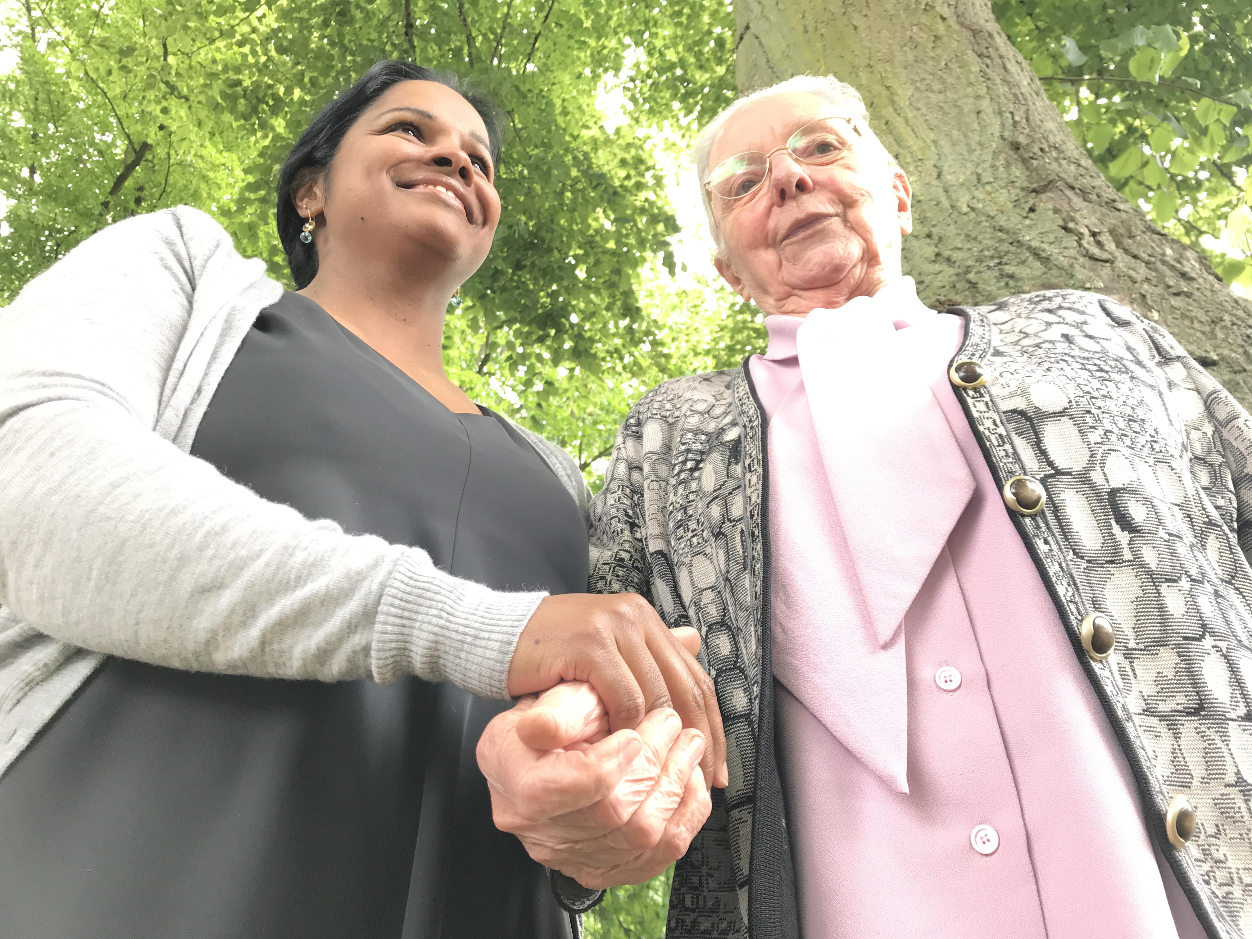 Julie Hendrickx en Jeanne Devos: 'Solidariteit kun je leren. Maak delen vanzelfsprekend.' © Lieve Wouters