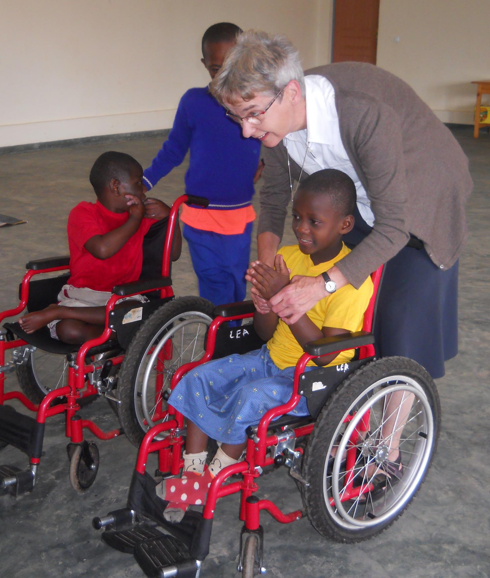 Op bezoek bij de kinderen in Kamony © zrs bernardinnen