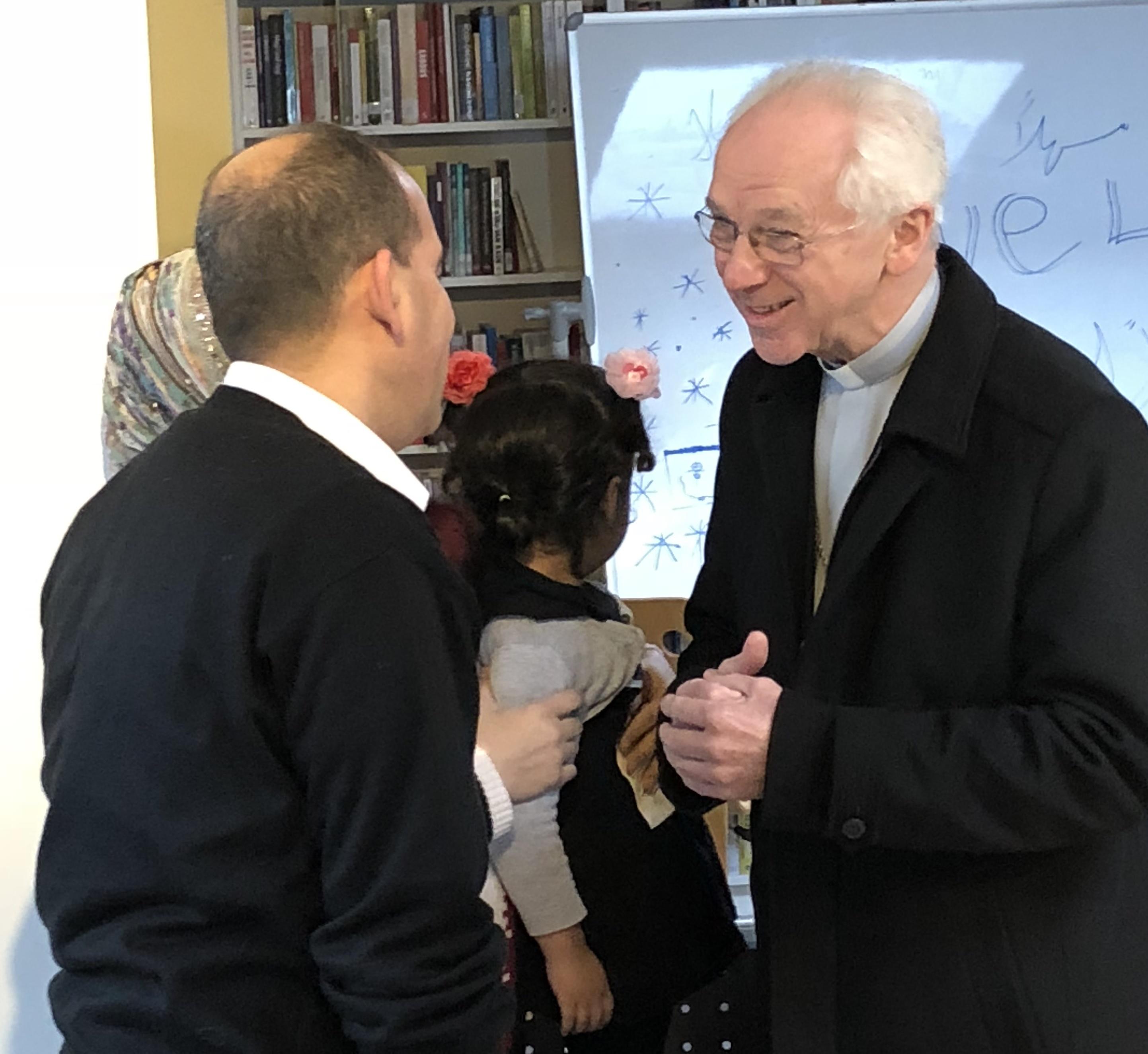 Kardinaal De Kesel bezoekt vluchtelingenfamilies in Mechelen © Tommy Scholtes