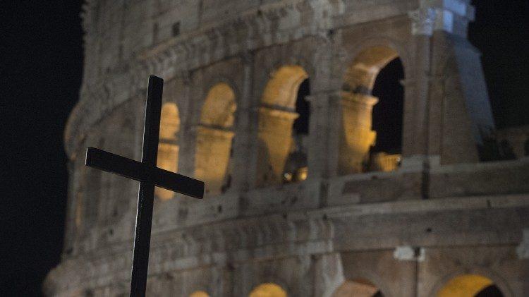 De kruisweg in het Colosseum in Rome © Vatican Media