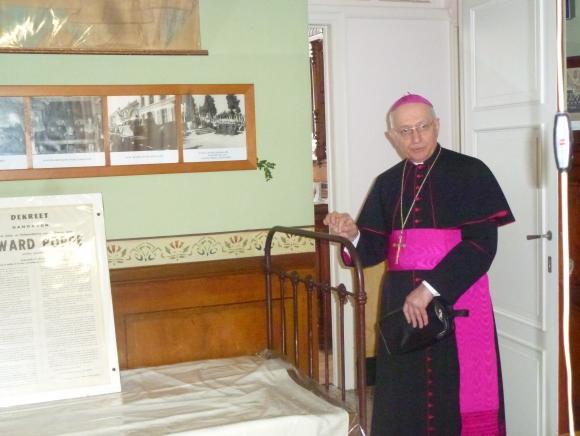 Nuntius op bezoek in sterfkamer pr. Poppe © Gracy Peelman