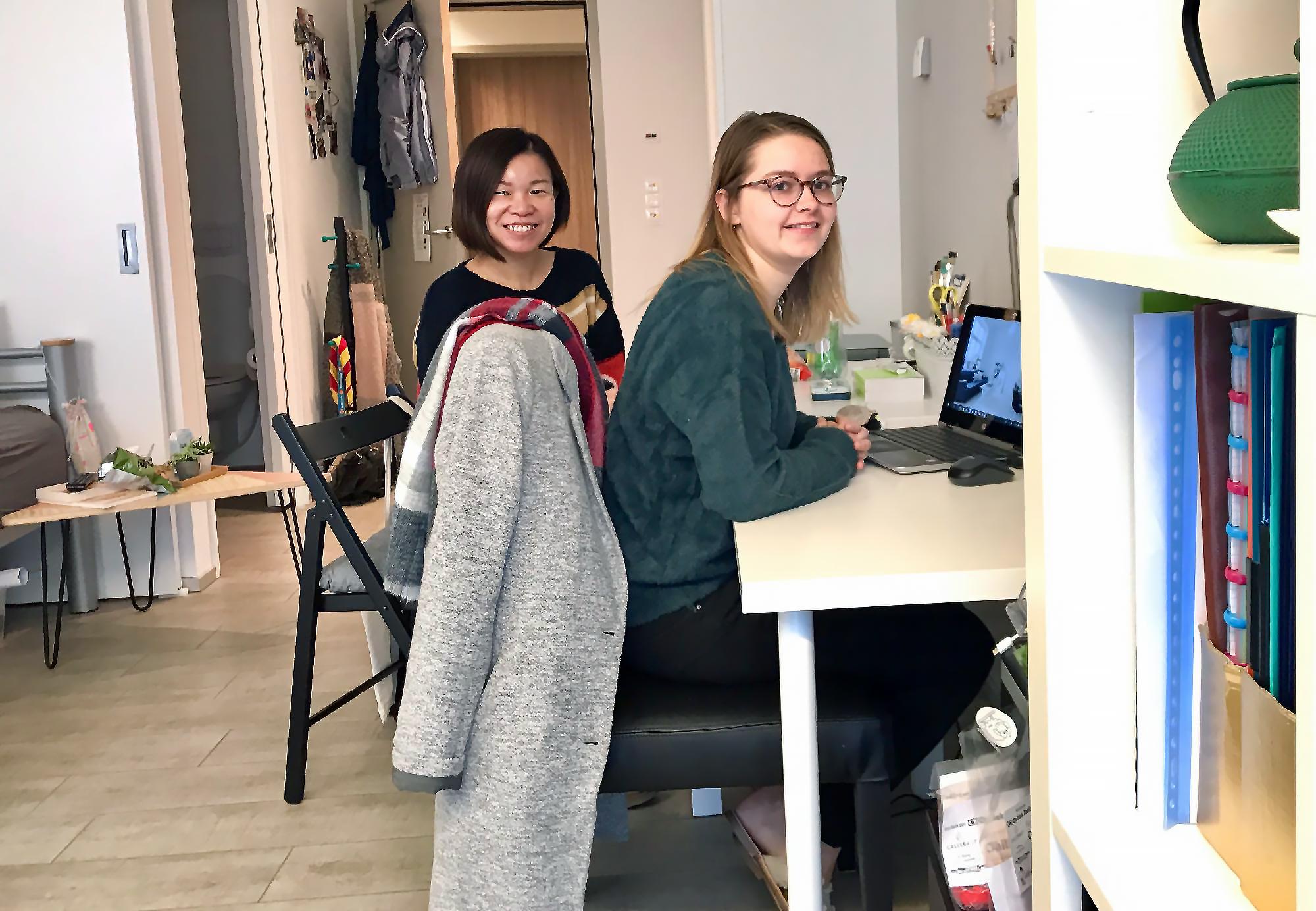 Ina Mathijs en Pat Law zijn op kot in het wzc van de zusters annuntiaten in Heverlee. Niet alleen de ruime kamer bevalt hen, maar ook de rust en het aangename contact met ouderen en zusters. © Lieve Wouters