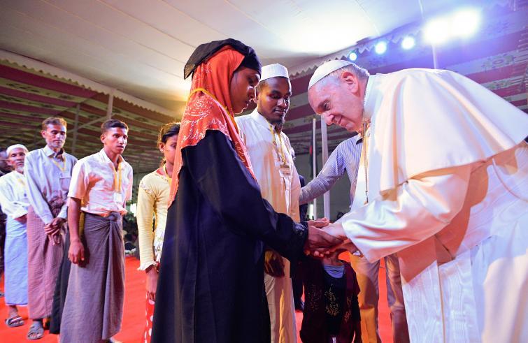 Paus Franciscus ontmoet rohingyavluchtelingen in Bangladesh © SIR/OSR