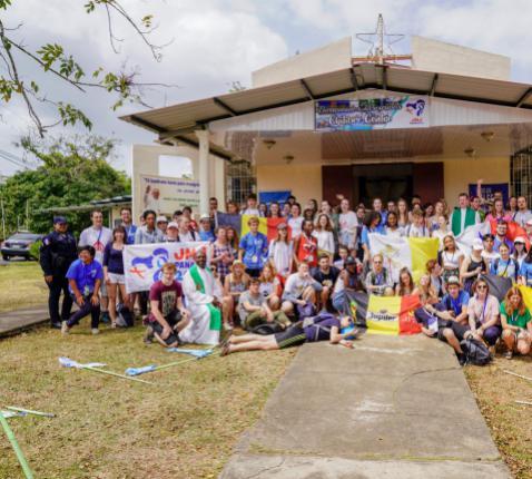 Dit zijn ze (bijna) allemaal: de Vlaamse deelnemers aan de Wereldjongerendagen in Panama © Koen Van den Bossche