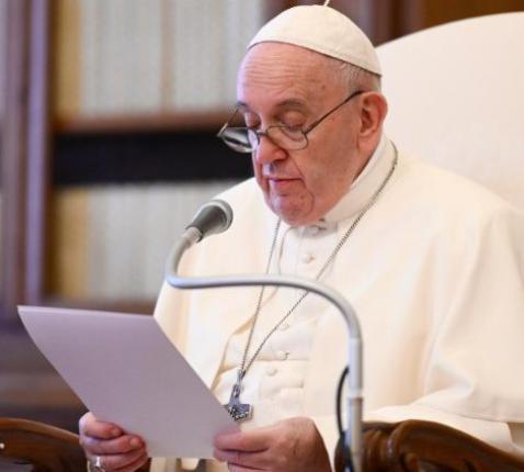 Paus Franciscus tijdens de algemene audiëntie van woensdag 3 juni 2020 in de bibliotheek van het pauselijke paleis © VaticanMedia