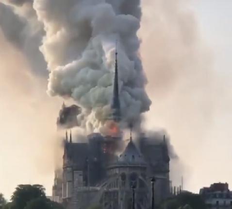 Hevige brand treft Notre-Dame kathedraal © Wikimedia Commons - S M Shohag Jafri