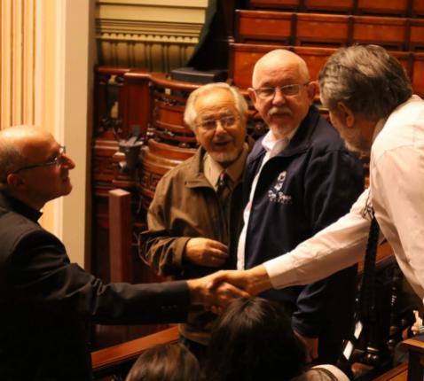 Salesiaan Andrés Boone (2de van rechts) is directeur van de technische school Tallares Don Bosco in Uruguay. De school werd gehuldigd in de Senaat. © Don Bosco