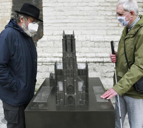Kunstenaar MaRf en voorzitter Licht&Liefde Hugo Caulier  © Sint-Baafskathedraal, foto: Maîtrise