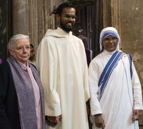 Christhu met zuster Jeanne Devos en een zuster van liefde  © Johannes 23 seminarie
